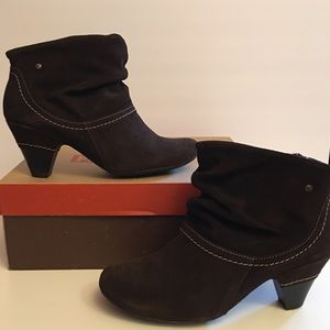 Pikolino dark brown suede booties